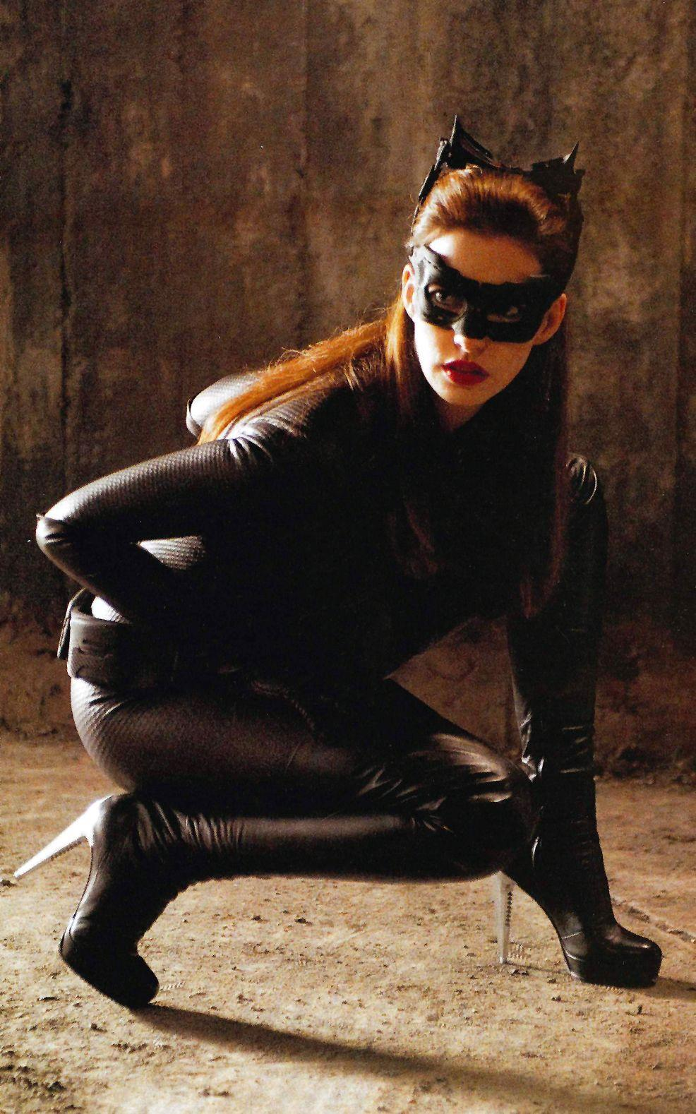 """Catwoman do Anne Hathaway đảm nhiệm trong """"The Dark Knight Rises"""" (2012)"""