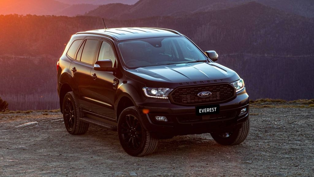 ford everest phien ban the thao chinh thuc lo dien
