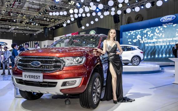SUV cỡ trung: Toyota Fortuner hay Ford Everest?