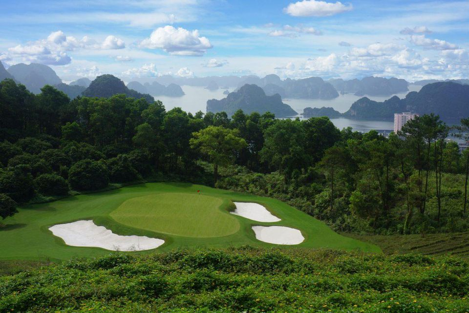 Hố golf 13 của sân golf FLC Ha Long Golf Club.